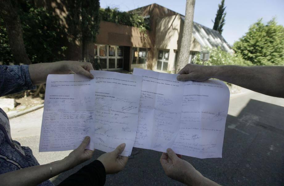 L'ancien restaurant inter-entreprises et les pétitions (les protestataires avancent près de deux cents signatures) qui tournent déjà dans le quartier, sans même qu'il n'y ait eu d'information claire sur le projet.