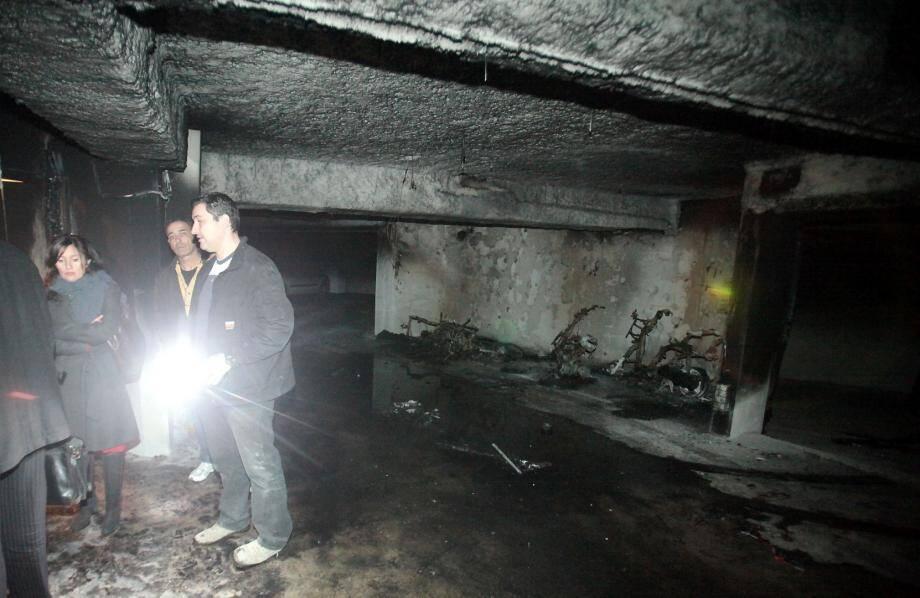 """Trois véhicules deux-roues dans un parking souterrain de la résidence """"Les Jardins de Florence"""" située au 68, avenue des Pignatières sont à l'origine du feu déclaré à 1h30 du matin."""