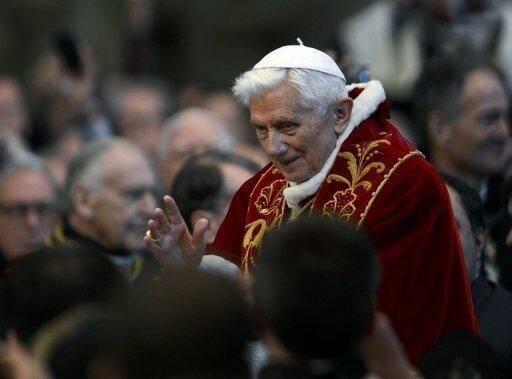 """Le pape Benoît XVI lors d'une messe à Basilique Saint-Pierre, 9 février 2013 à Rome - Photo de Andreas Solaro - AFP © 2013 AFP<a href=""""# """" rel=""""popup_name"""" class=""""poplight""""><img src=""""http://www.air-cosmos.com/img/1-1377-9999x22-0/logo-afp.jpg"""" alt=""""afp logo"""" title=""""afp logo""""  style=""""height:16px; width:37px; border:none; display: inline; margin-left: 5px; vertical-align:middle;"""" /></a>"""