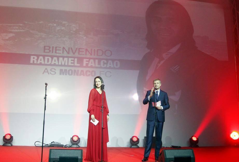"""Dmitry Rybolovlev a confirmé devant les supporters de l'AS Monaco, le transfert de Radamel Falcao. """"C'est une fierté pour nous de pouvoir compter sur un des meilleurs joueurs du monde"""", s'est réjoui le président de l'ASM."""