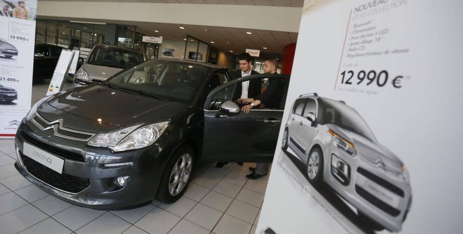 Dans le contexte d'un marché difficile, les concessionnaires (ici Citroën à Nice) multiplient les rabais et rivalisent d'ingéniosité en termes de services offerts.