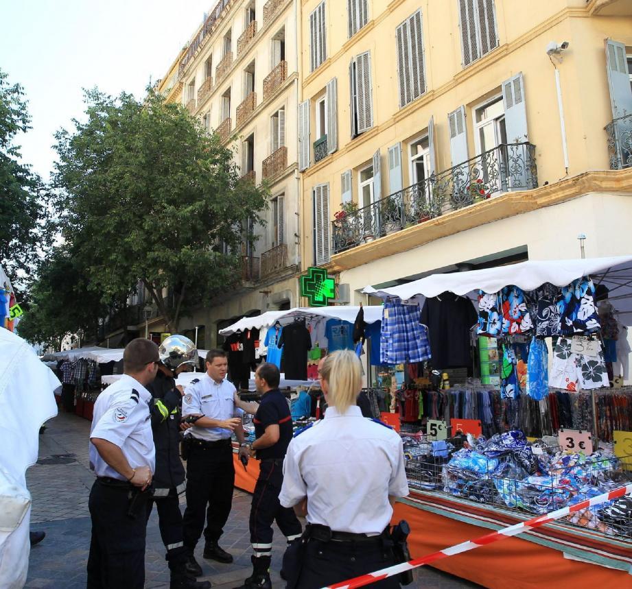 Une vingtaine de sapeurs-pompiers ont été mobilisés, après la détection supposée d'une fuite de gaz, dans le centre-ville de Toulon.