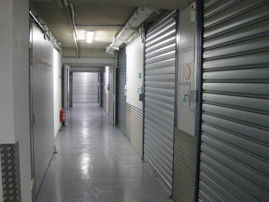 Voici à quoi ressemble l'entrepôt douanier monégasque. Vous n'en verrez pas plus, l'endroit est top secret.