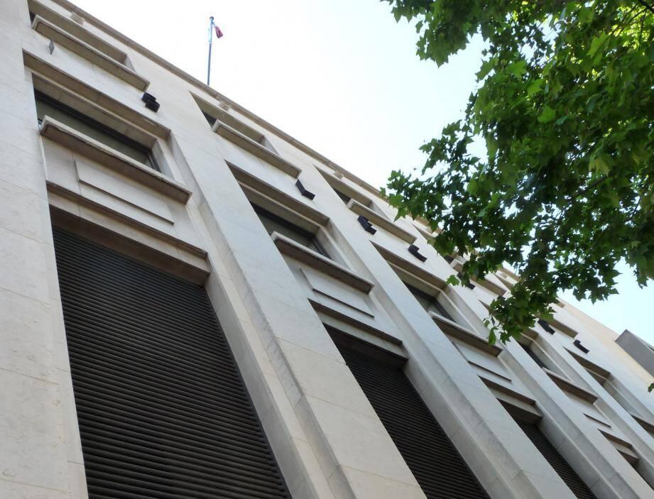 Un juge des tutelles du tribunal d'instance de Toulon a donné l'alerte, en constatant « des mouvements d'argent suspects » sur les comptes bancaires d'une dame âgée.
