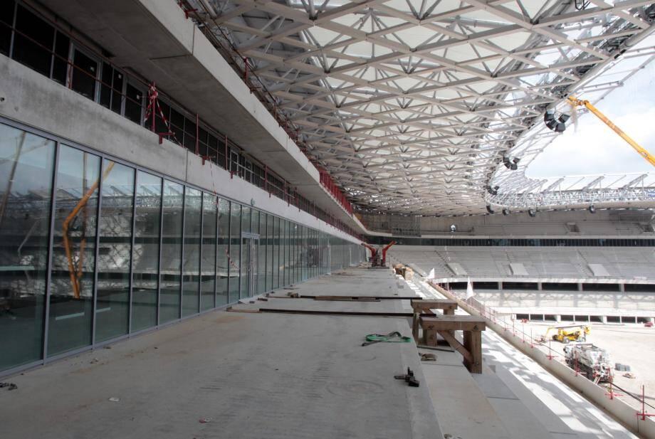 À l'abri des regards dans les salons VIP et les loges privées ou en terrasse, le foot spectacle a son espace dans l'Allianz Riviera.
