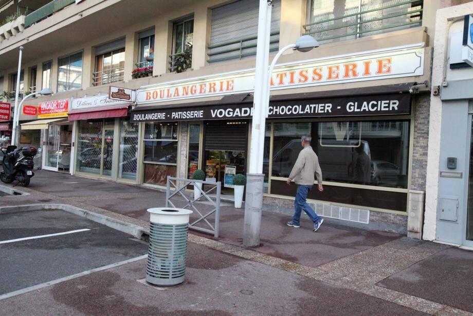 La boulangerie Vogade a été fermée après l'agression d'une employée à l'arme blanche. La police scientifique est venue effectuer des prélèvements.