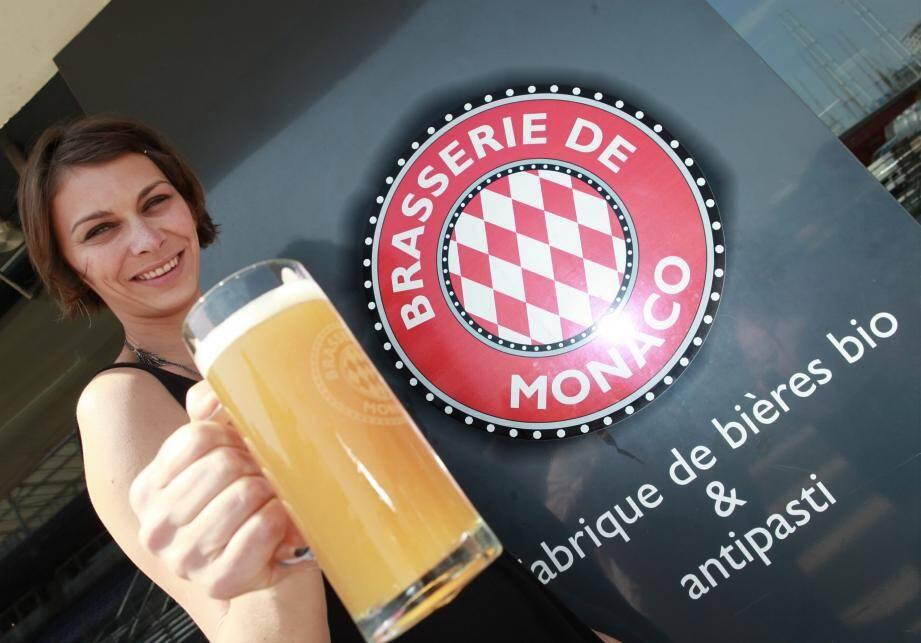La Brasserie de Monaco, qui existait avant Monaco Brands, participe pleinement à l'image positive de la Principauté puisque le houblon est transformé sur place.