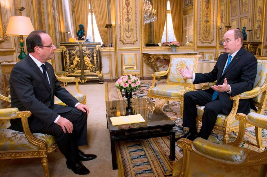 François Hollande et le prince Albert II à l'Élysée, le 7 décembre 2012.