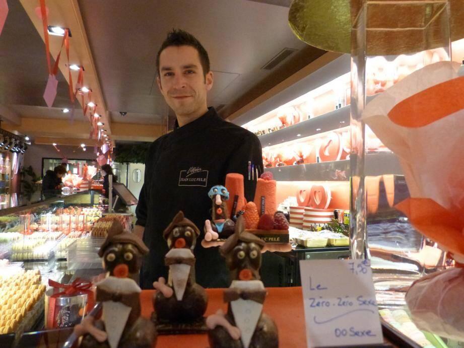 « Quand Gaëtan Drouin nous a montré ses créations coquines pour la Saint-Valentin, Jean-Luc Pelé et moi-même lui avons dit banco » , commente Vincent Piquard, directeur de la boutique antiboise. Le pâtissier a donc créé des figurines en chocolat et en pâte d'amande en forme de zizi.