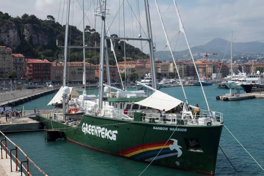 Escale à Nice pour le Rainbow Warrior III - 25821093.jpg