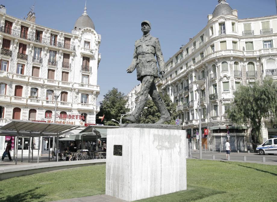 De Gaulle, la statue arrive en tête du vote internet.