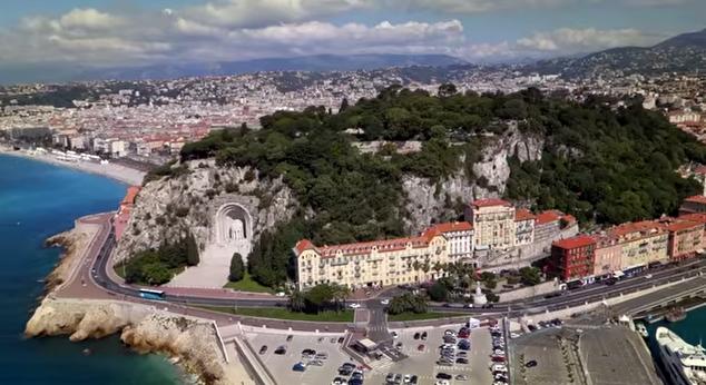 La colline du Château vue depuis un drone
