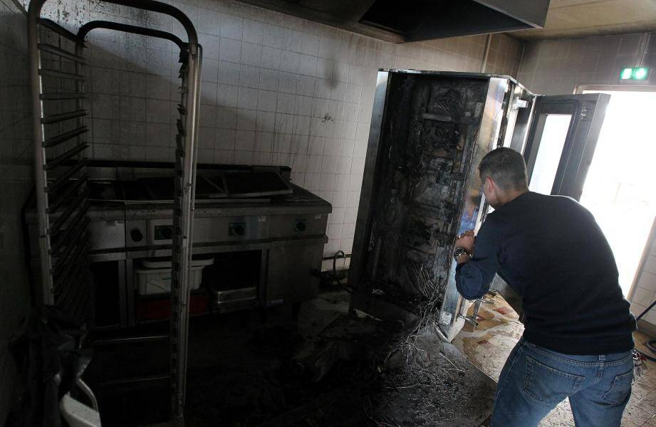 C'est dans la cuisine de la cantine de l'école Anne-Frank que le four a pris feu, ce vendredi matin, à 9h30.