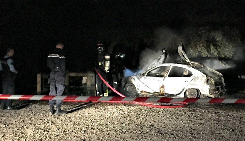 vaugrenier feu incee parking vehicule 150313