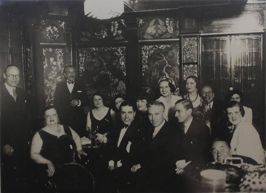 La richissime madame Franck Jay Gould, habituée des réceptions fastueuses - c-dessus -, s'est fait voler son émeraude à l'hôtel Provençal.(Repro NM)