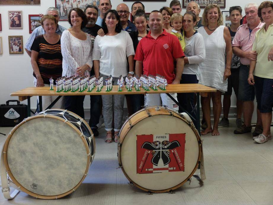 les Tropéziens porteront à New York une série de santons représentant les fifres et tambours.