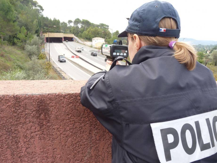 La police et la gendarmerie coordonnées lors d'un contrôle routier entre Cannes et Grasse.