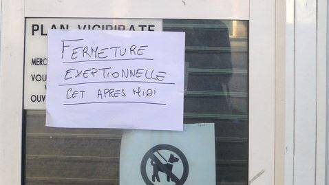 Les bureaux du Conseil général en centre-ville de Toulon (place Besagne) ont été fermés au public ce lundi après-midi suite à un incident avec une dame qui a tenté de s'immoler par le feu.