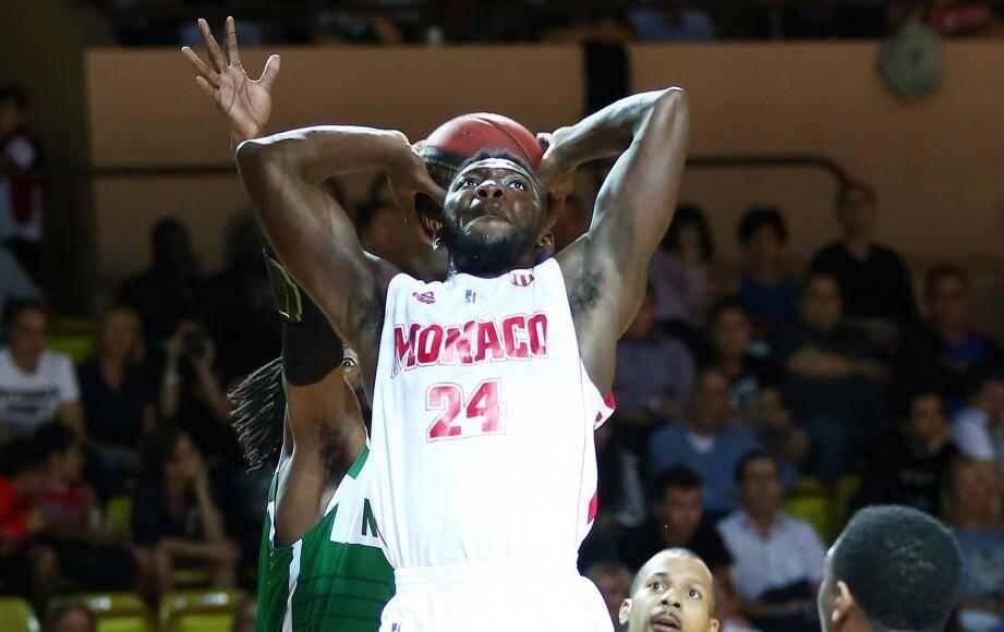L'arrière de Monaco devient le premier joueur de l'histoire à remporter deux fois de suite le concours de dunk du All Star Game.