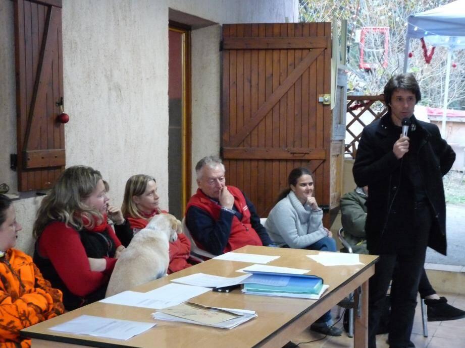 Lors de l'assemblée générale, le maire Pierre Aschieri a exprimé son souhait de voir la situation du club régularisé. Ci-dessous : jeux à poney lors de la traditionnelle fête de Noël de la ferme.