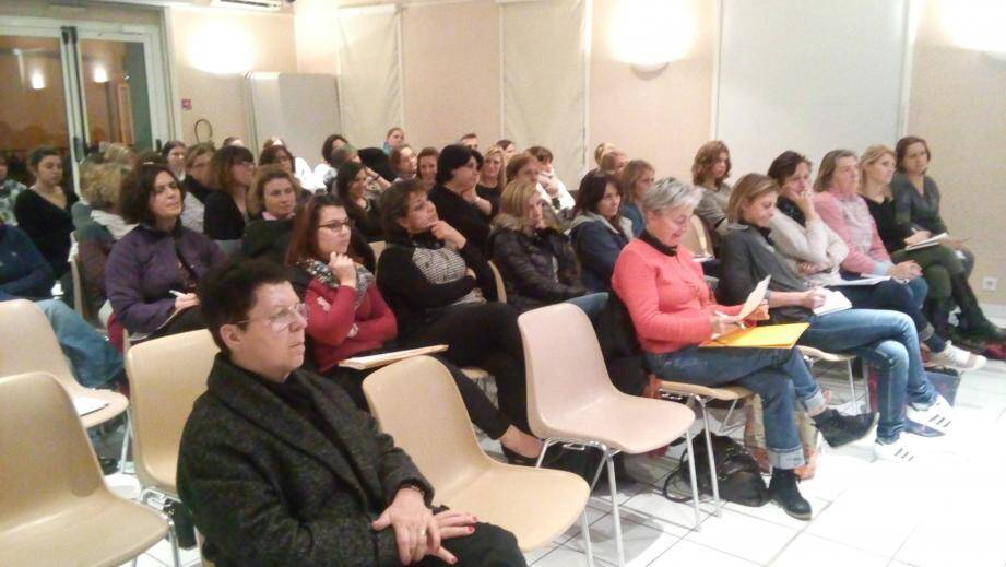 À droite, Anne-Lise Tosello psychologue en neuropsychologie et Stephanie Lubrano, psychologue clinicienne ont fait une intervention très appréciée.