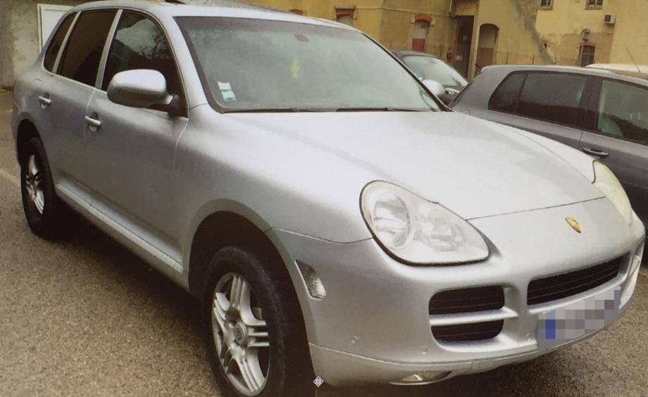 Après sept mois de cavale, Lionel B. a été stoppé le 11 février à Saint-Maximin avec deux complices à bord de ce Porsche Cayenne.