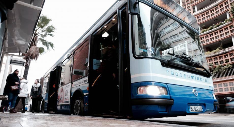 Ce ne sera plus un tram, mais bien un bus qui devrait irriguer les douze communes de la communauté d'agglo toulonnaise.