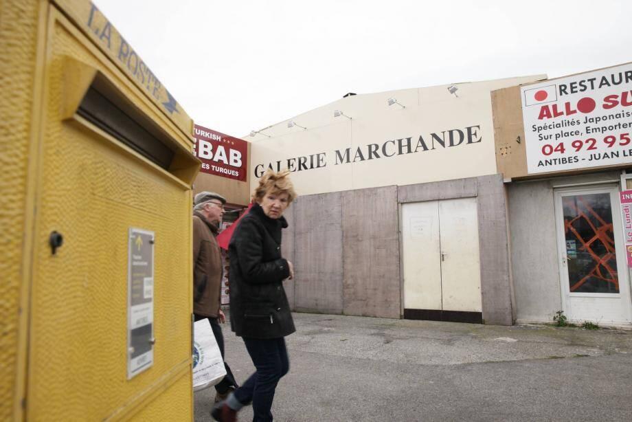 C'est officiel : malgré les demandes des riverains et les efforts de la Ville, l'agence postale de la Fontonne est supprimée. Celle du Laval - à droite - ne devrait pas tarder à l'être à son tour.