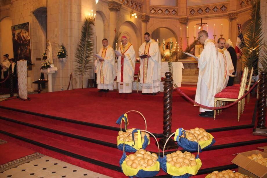 Monseigneur Bernard Barsi a présidé la célébration de la traditionnelle messe au sanctuaire Saint-Joseph, avant de bénir les petits pains. La journée a commencé en fanfare avec « l'Orchestra Filarmonica Giovanile ».