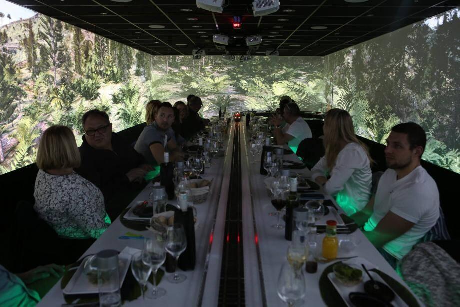 Le propriétaire et concepteur, Olivier Pupin « fait le service » aux commandes de son petit train électrique !