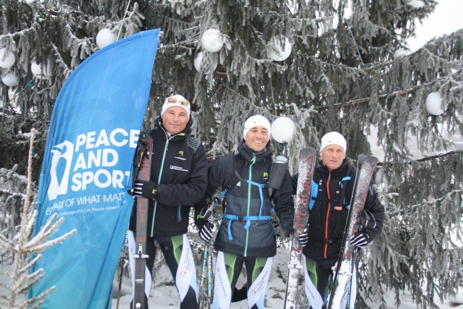 Avec deux coéquipiers, Pierre-Roger Blanc et Patrick Aubert, Jean-Victor Pastor (au centre), s'entraîne depuis des mois. Objectif de la Patrouille des glaciers : 100 km et 4300 m de dénivelés par -15° dans les Alpes suisses.(DR)