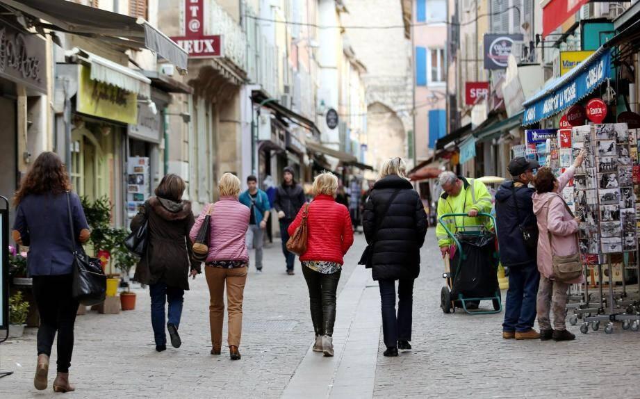 L'artère principale de la ville, la rue du général De Gaulle, n'a pas attendu que les beaux jours reviennent pour être fréquentée.