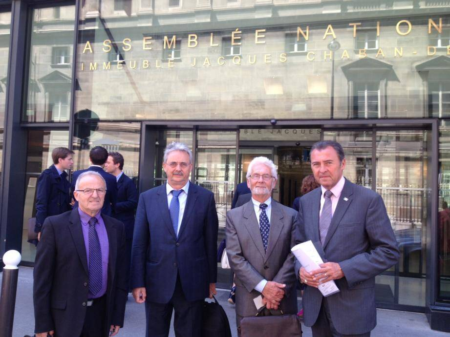 Pascal Zaccure, Louis Nègre, André Sommer et Lionnel Luca lors d'un rendez-vous avec une délégation du ministère des Affaires étrangères, en juin 2013 à Paris.