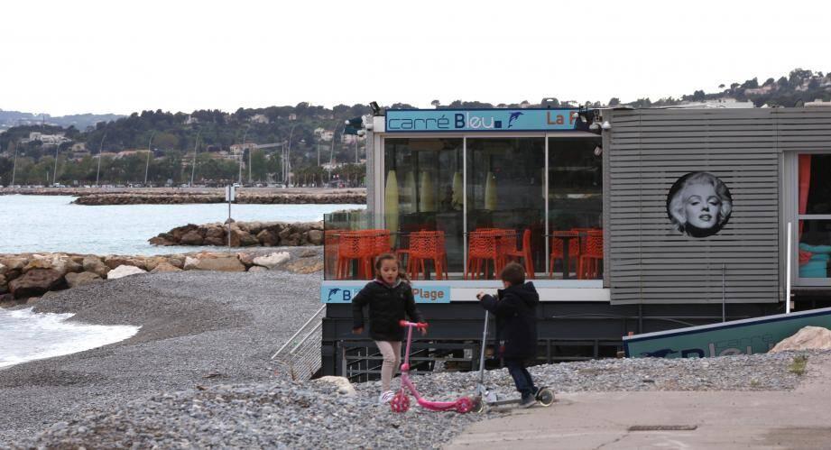 À Cannes, interdire certains plagistes d'exercer porterait atteinte à toute  l'économie locale selon un audit demandé par des professionnels.(Ph. Gilles Traverso)