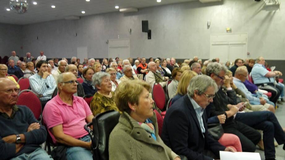 La Loi Alur inquiète particulièrement les Cavalairois qui vivent au sein de  lotissements. Le maire et ses adjoints ont répondu à leurs questions.