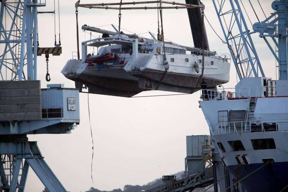 Le Tribal Kat a été rapatrié le plus rapidement possible pour préserver au mieux la scène de crime. Le catamaran est arrivé à Toulon près de quatre mois après les faits.
