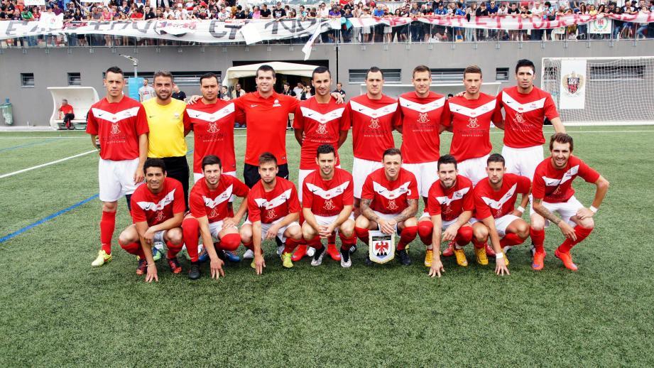A gauche : la sélection monégasque, auréolée d'un titre de champion d'Europe, devra assumer sur ses terres son statut de favori. A droite : l'équipe de l'association genevoise de football corporatif représentera la Suisse au tournoi.