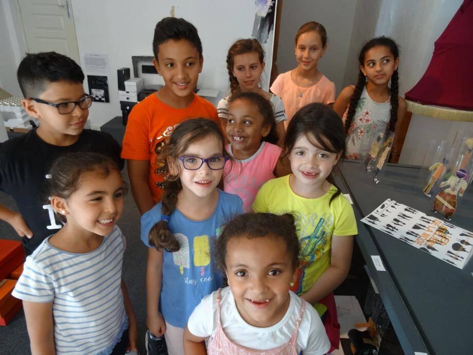 Avant d'exposer à leur tour les œuvres qu'ils ont réalisées durant cette année de projet pédagogique, les enfants des classes de CM2 de la commune mais aussi ceux issus d'une classe venue de Mougins se sont bien inspirés de l'esprit et de la démarche artistique d'Olivier Gagnère.