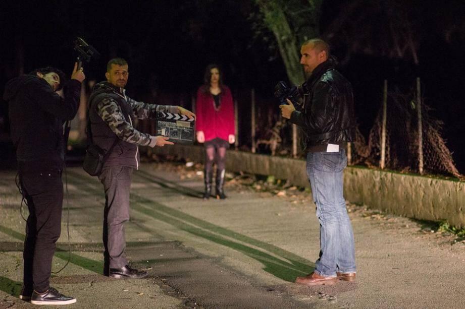 Le premier épisode de la série a été tourné dans les rues de Nice et de Contes en pleine nuit.