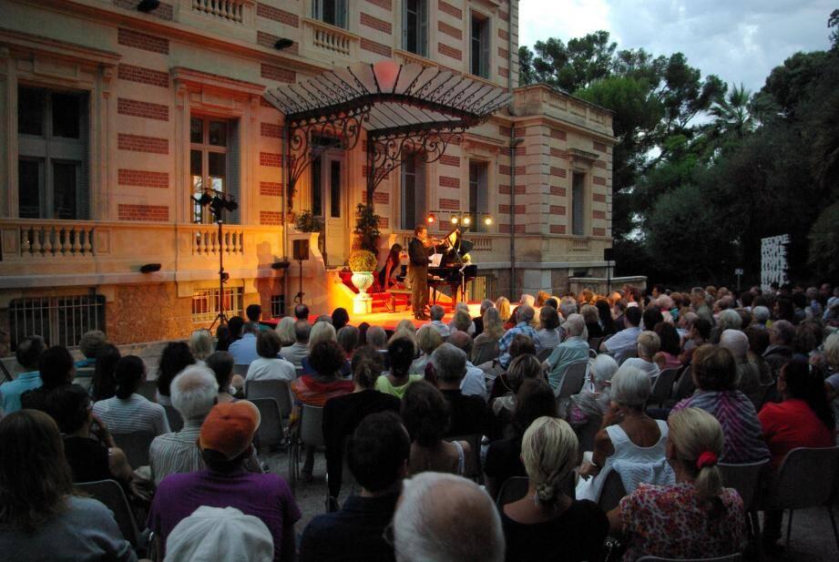 Près de 250 personnes avaient répondu présent à l'appel de l'art  au Château des Terrasses.
