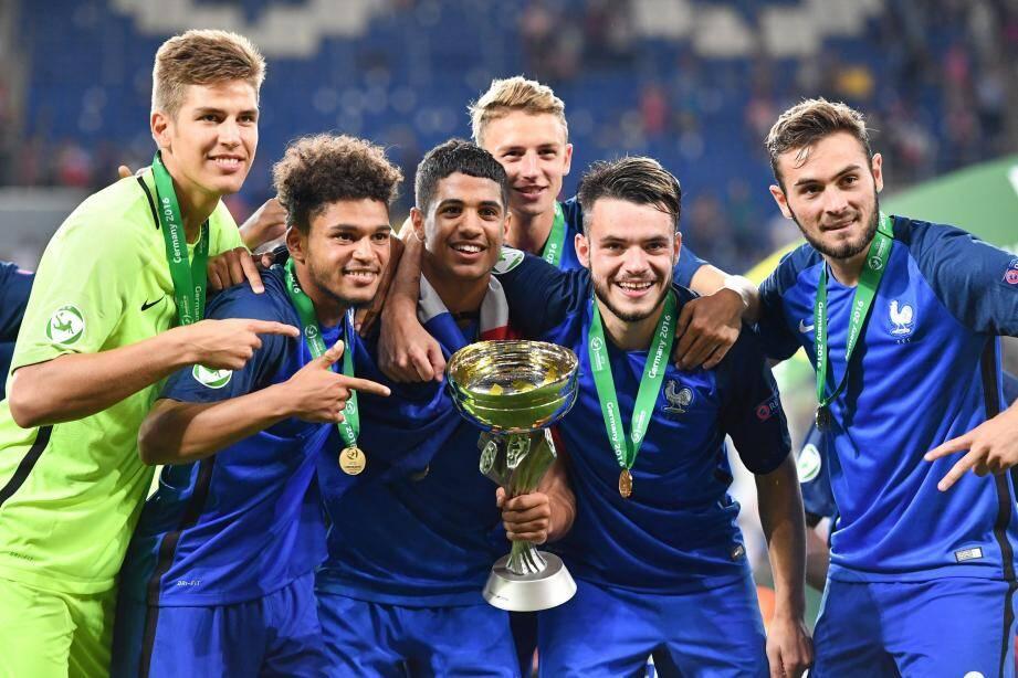 Vainqueurs de l'Italie (4-0), Olivier Boscagli (en arrière-plan) et les Bleuets ont effacé 25 ans de disette française dans cette catégorie d'âge.