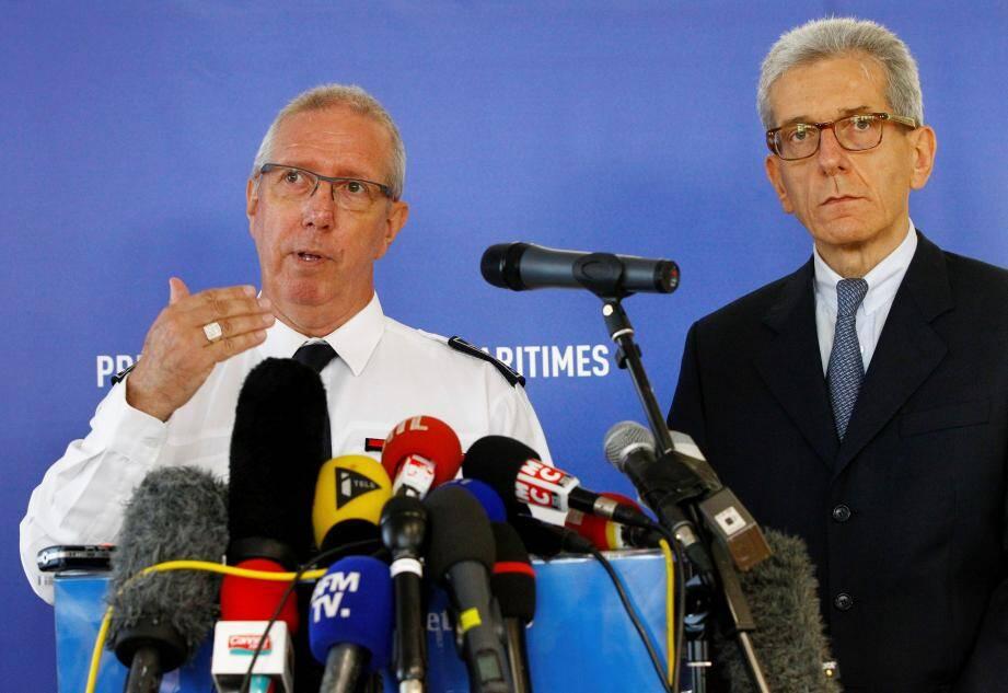 Le directeur de la Sûreté publique, Marcel Authier et le préfet Adolphe Colrat lors du point presse d'hier.