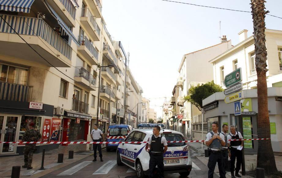 Centre-ville bloqué, forces de l'ordre déployées et… grosse frayeur pour les Antibois, hier après-midi, en centre ville.