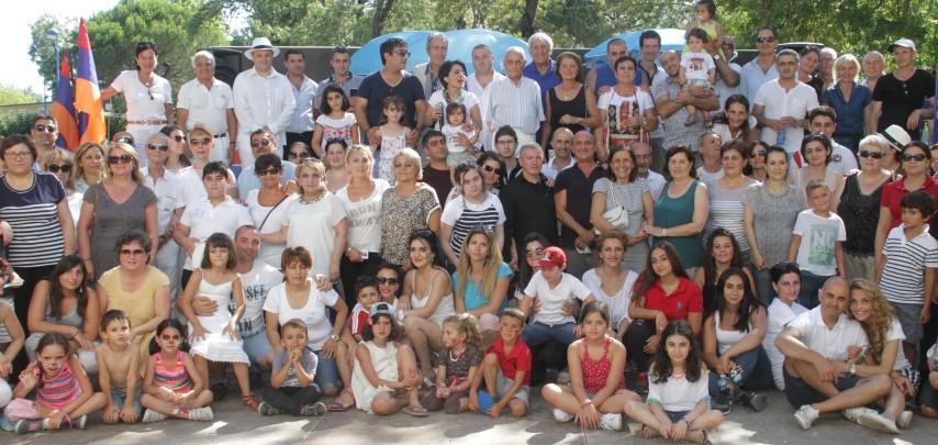 Les participants réunis au cours de cette belle fête.