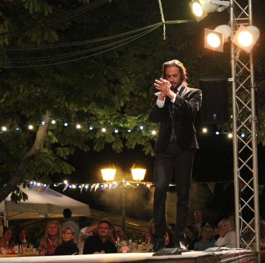 Musique, chant et danse endiablés auront su séduire les aficionados, samedi, venus nombreux au festival de flamenco du Sud-Est. Autour d'une paella et d'un pichet de sangria. De rigueur.