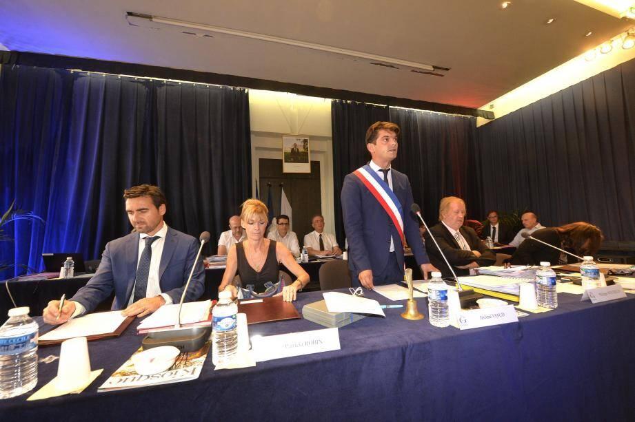 C'est ceint de l'écharpe tricolore et par un avant-propos de politique générale que Jérôme Viaud aime à commencer les conseils municipaux.