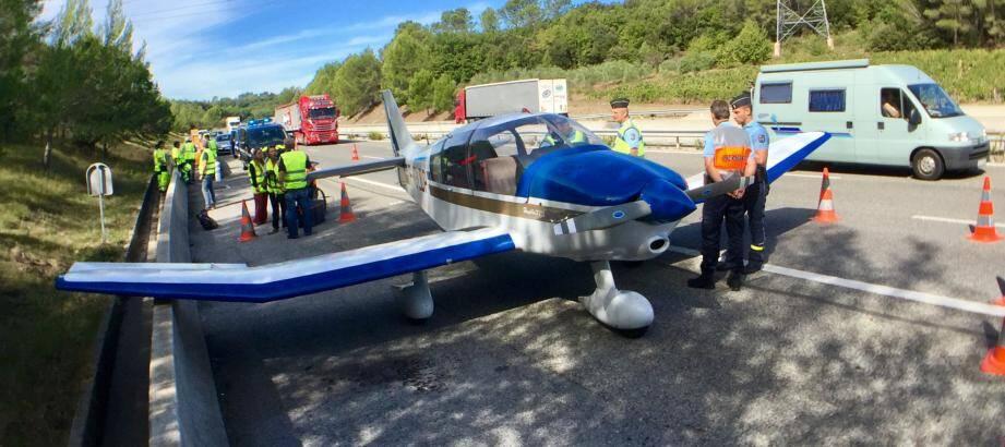 Un avion a effectué un atterrissage d'urgence ce mardi matin sur l'autoroute A8.