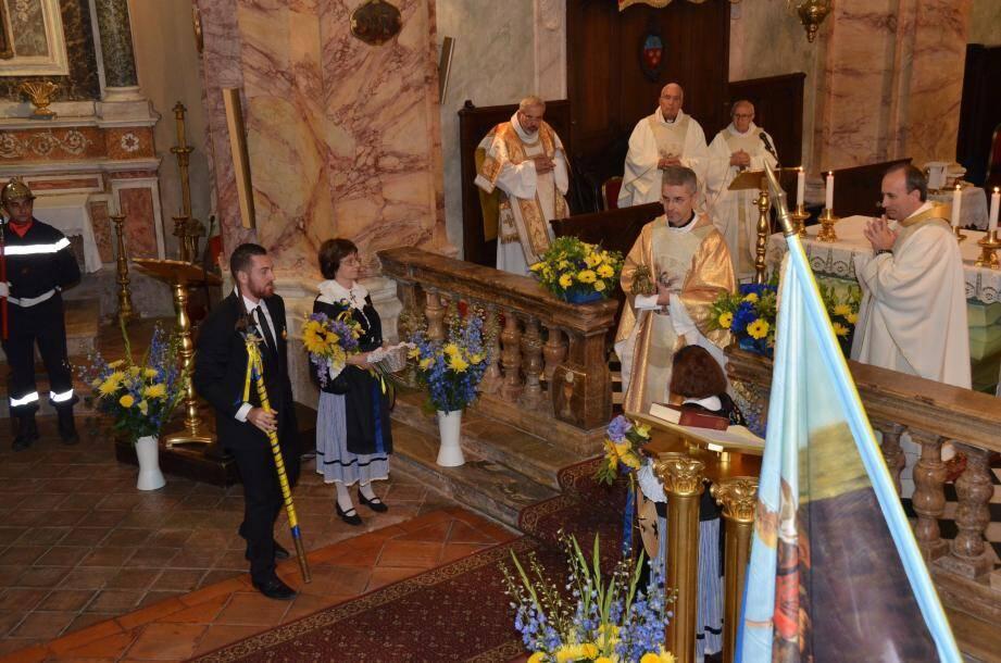 A l'heure de l'offerte traditionnelle, après que Florian Plebani, vice-président du Comité des Fêtes, a terrassé le dragon avec sa lance.