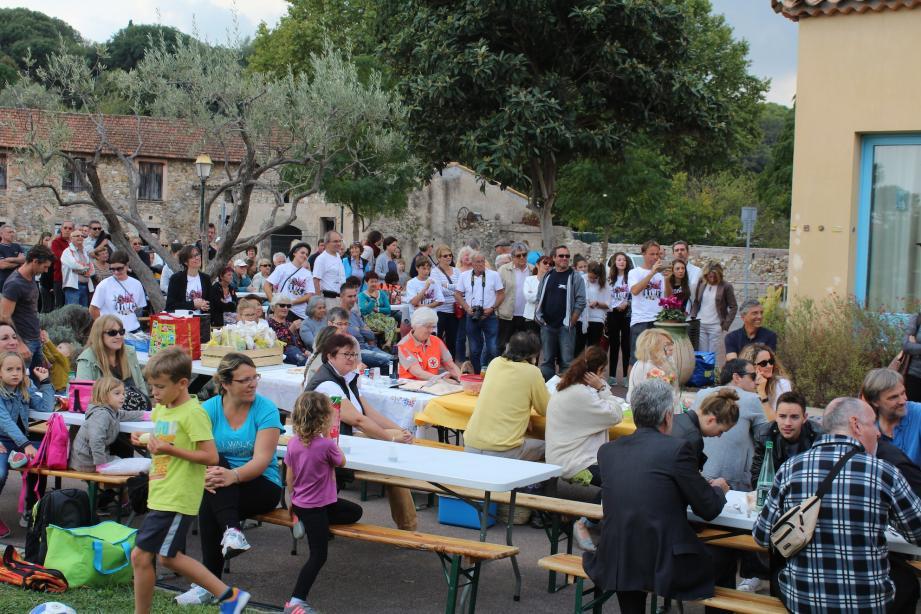 Près de 150 personnes ont participé hier au pique-nique organisé à l'Espace des Arts.