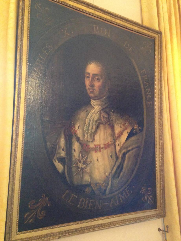 Un tableau représentant Charles X est actuellement exposé dans la salle de protocole de la villa musée Jean-Honoré Fragonard.